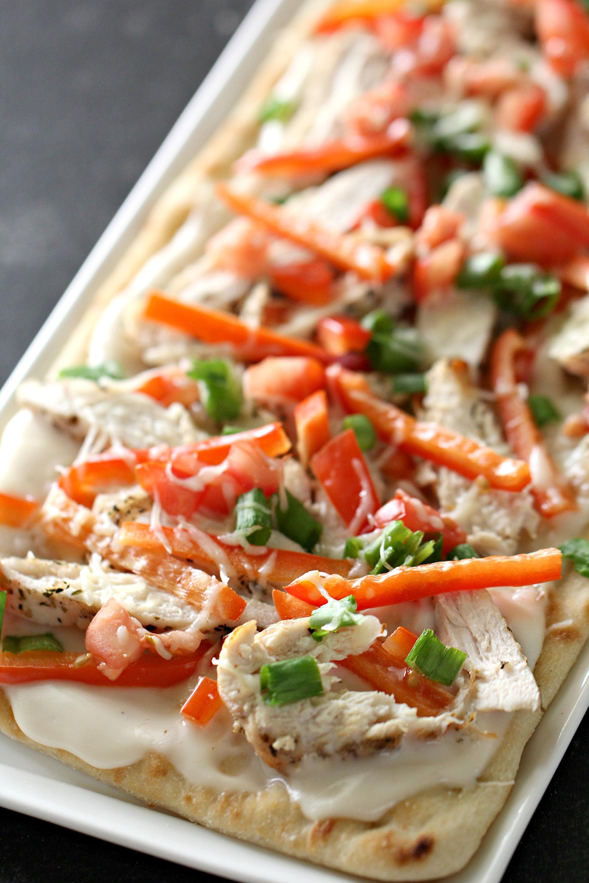 Olive Garden {Copycat} Grilled Chicken Flatbread Pizza