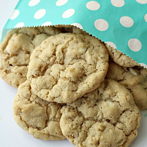 White Chocolate Chip Oatmeal Cookies - SixSistersStuff
