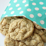 White Chocolate Chip Oatmeal Cookies on SixSistersStuff