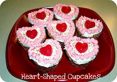 Heart-Shaped Valentine Cupcakes (without a fancy pan!)