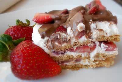 {No-Bake} Strawberry Ice Box Cake