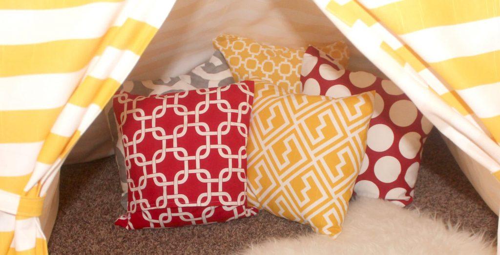 elemeno-pillows