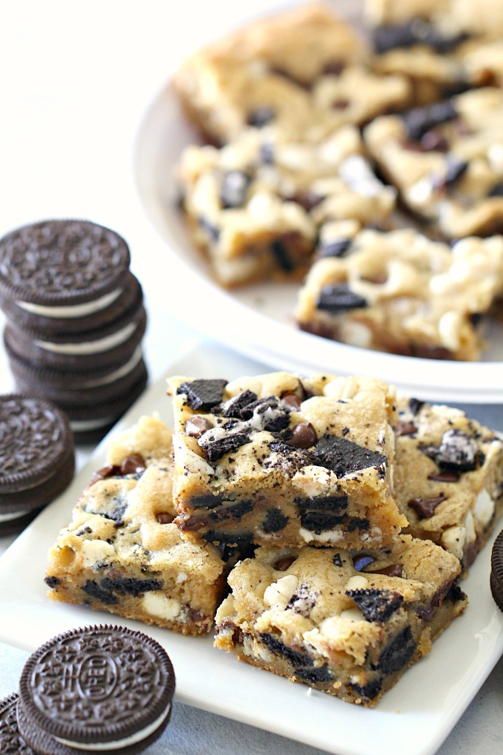 Cookies and Cream Oreo Blondies Recipe