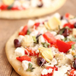 Mediterranean Flatbread Pizza from Six Sisters Stuff