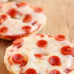 Mini Pizza Bagels from Six Sisters' Stuff