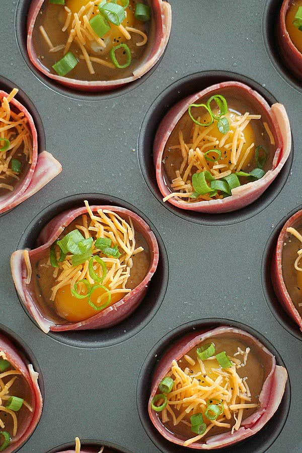Filled bacon egg muffin cups