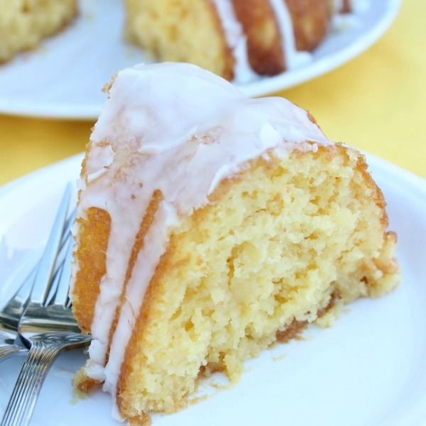 Pineapple-Poke-Bundt-Cake-2