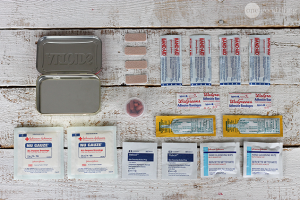 DIY mini emergency kit