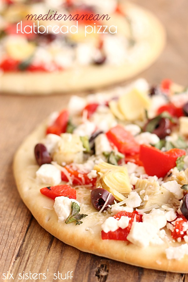 Mediterranean-Flatbread-Pizza-from-Six-Sisters-Stuff