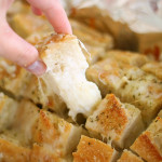Delicious-Cheesy-Garlic-Pull-Apart-Bread-from-SixSistersStuff.com_