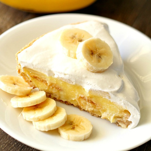 Easy Banana Cream Pie - SixSistersStuff