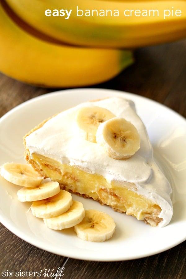 Easy Banana Cream Pie on SixSistersStuff