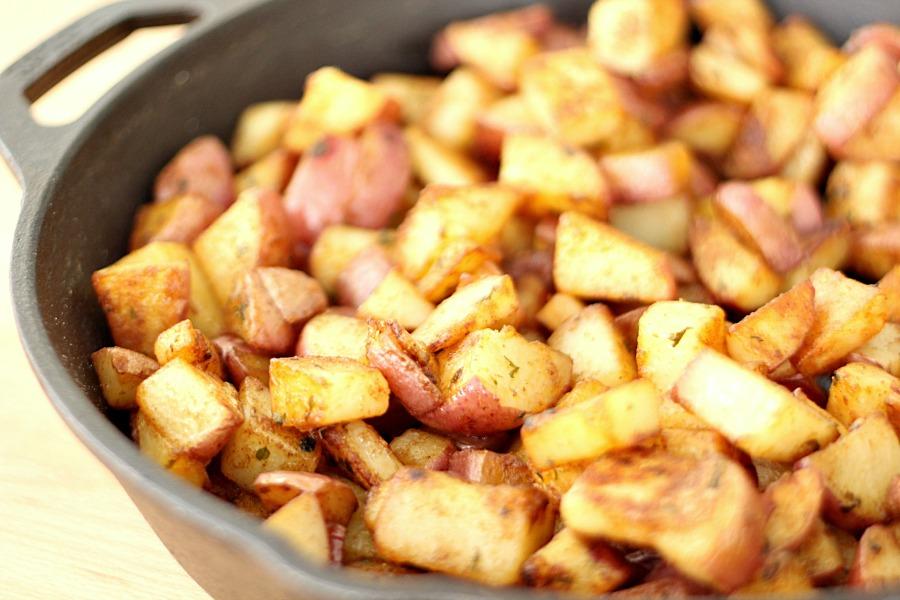 Skillet Red Potatoes - Six Sisters Stuff