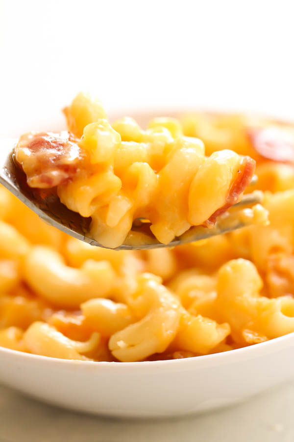 homemade mac and cheese with bacon