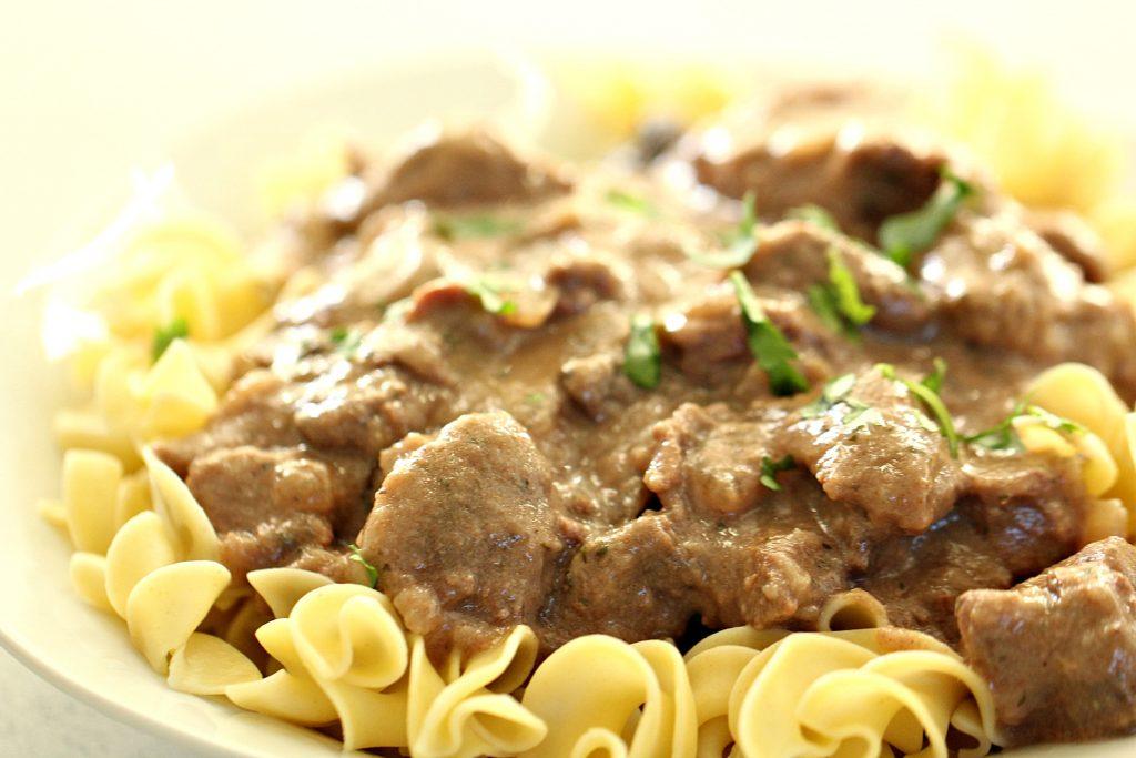 Slow Cooker Healthier Beef Stroganoff (no cream soups ...
