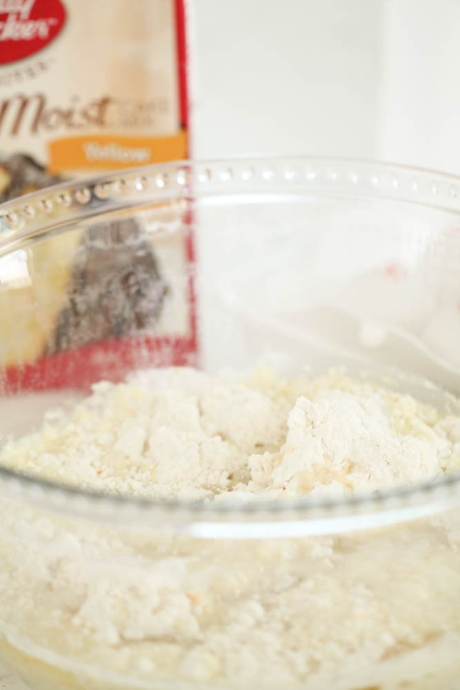 Cake mix in a glass bowl