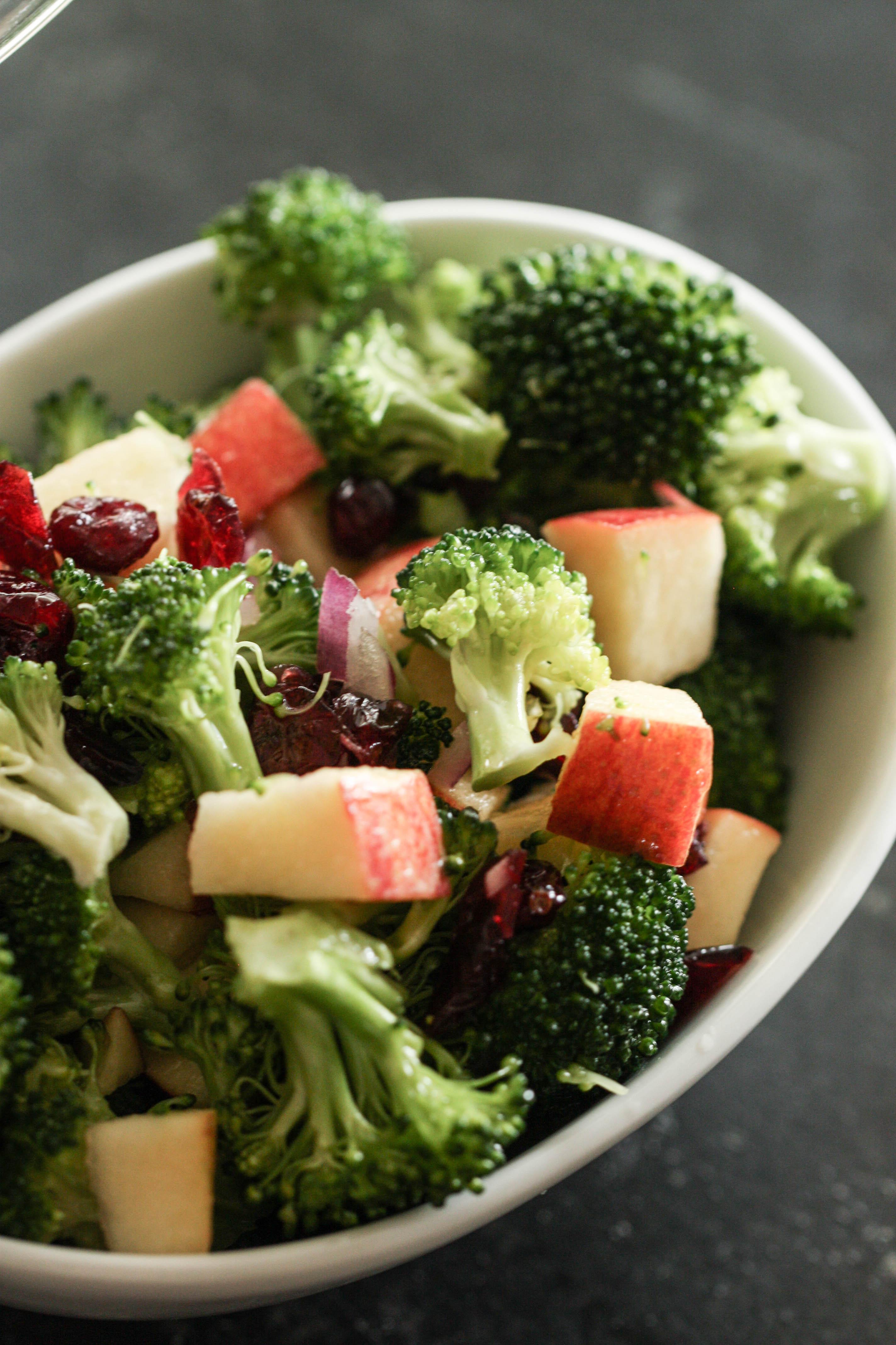 Healthy Broccoli Salad No Mayo